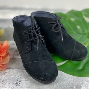 Toms suede wedge lace up shoes black youth 1
